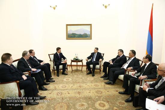 Премьер-министр РА и Министр транспорта РФ обсудили ход выполнения двусторонних договоренностей