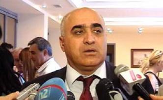 Из-за колебания курса нацвалюты в Армении застопорилась новогодняя торговля — предприниматель