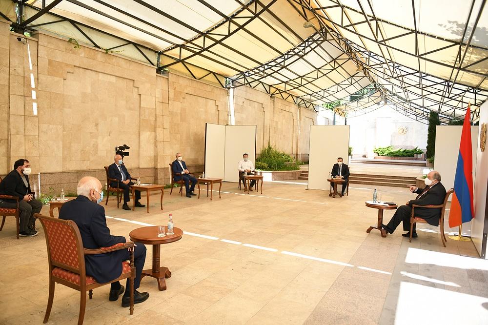 Համավարակից հետո ամեն երկիր հնարավորություն կունենա նորից ինքն իրեն ներկայացնել, ու շատ էական է, որ Հայաստանը լավ ներկայացվի. նախագահը հանդիպել է ՏՏ ոլորտի մի խումբ խոշոր ընկերությունների ղեկավարների հետ