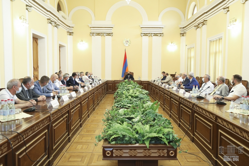 Ararat Mirzoyan Meets with Representatives of Union of Manufacturers and Businessmen of Armenia